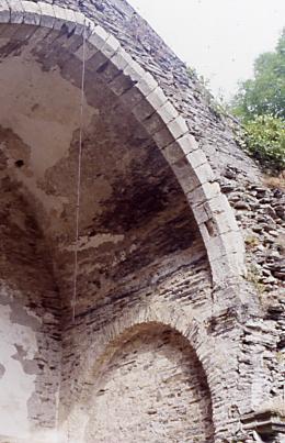 AE Ruines 2000 2