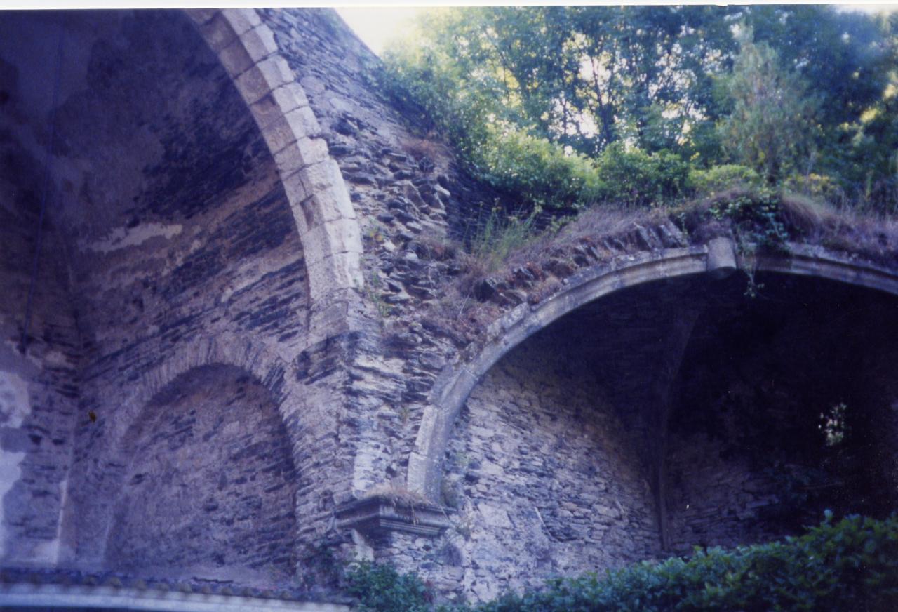 AE Ruines 2000