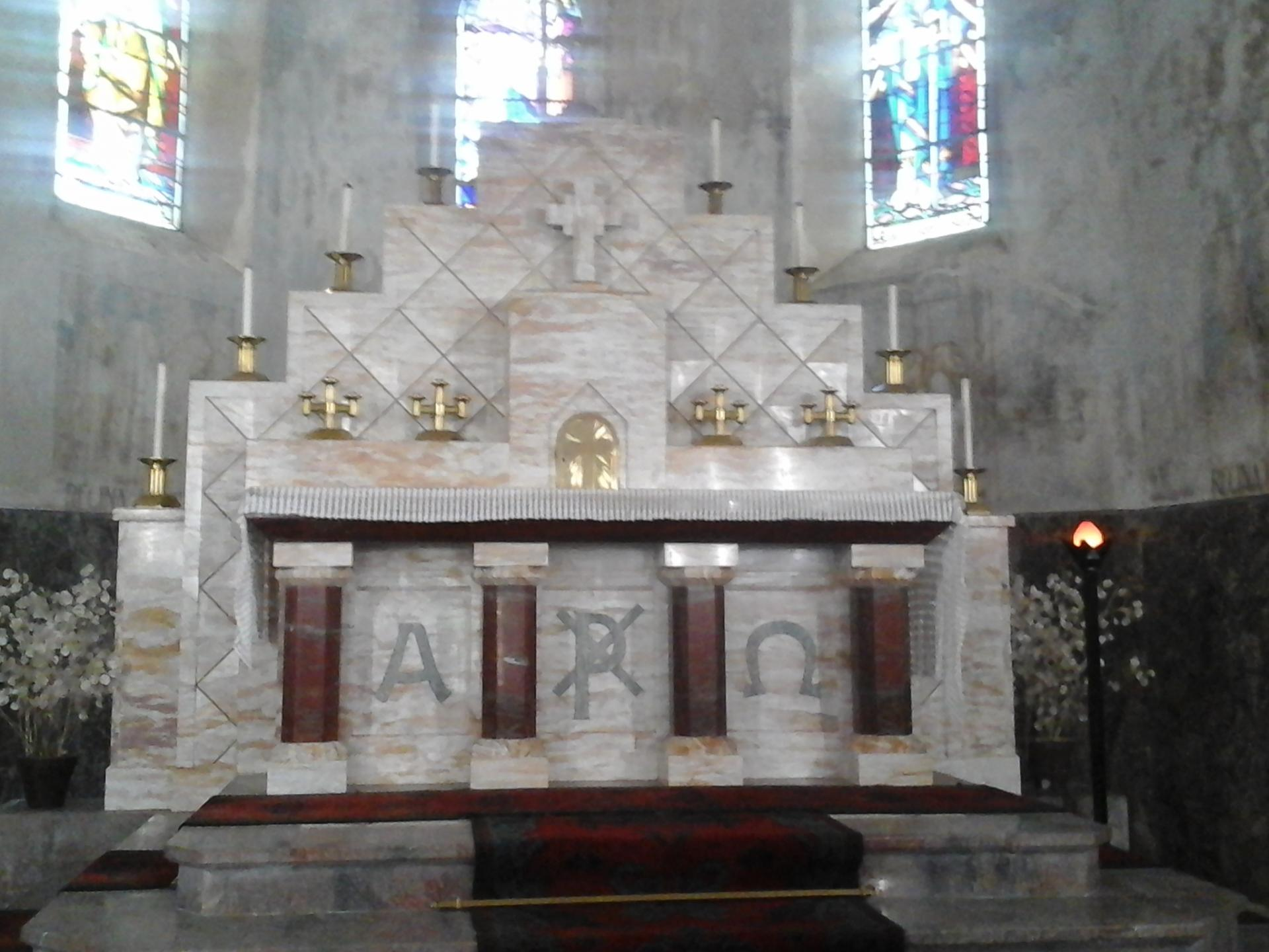 L'autel et les chandeliers Art-Déco